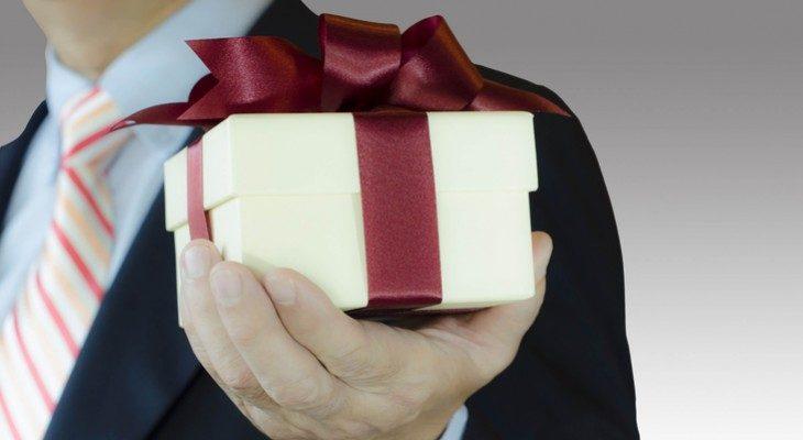 Подарок мужчине на 23 февраля коллегам